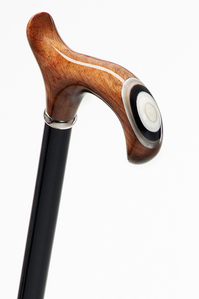 Walking cane JUPITER , ergonomic derbygrip, large hand rest, nut tree with an application made of real horn, 96 cm